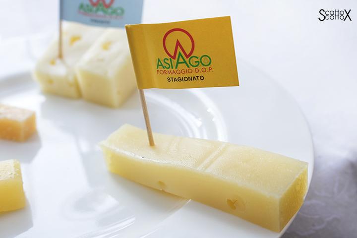 Sorsi d'Autore presso Villa Valmarana a Vicenza: formaggio Asiago DOP