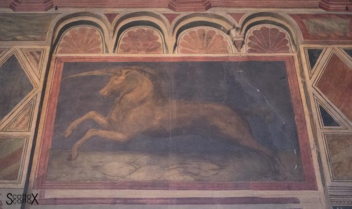 Il Palazzo della Ragione di Padova: insegna del Tribunale dell'Unicorno