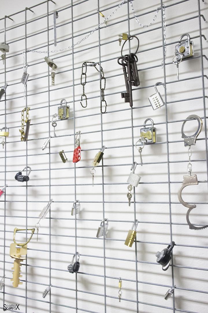 Alcuni esempi di lucchetti che si dovranno aprire risolvendo i giochi e gli enigmi nello studio di zia Agata IScampa
