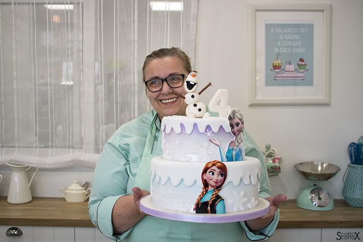 Cake Studio Padova: dolci creativi per occasioni speciali - Michela Lazzaro con una sua creazione