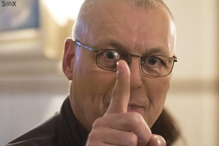 Paul Crespel: la mostra a Villa Boschi - L'autore scherza col mio obiettivo!