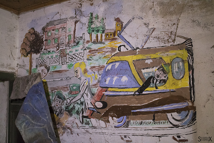 La casa delle favole di Nelly e Alice: disegni sui muri interni dell'abitazione