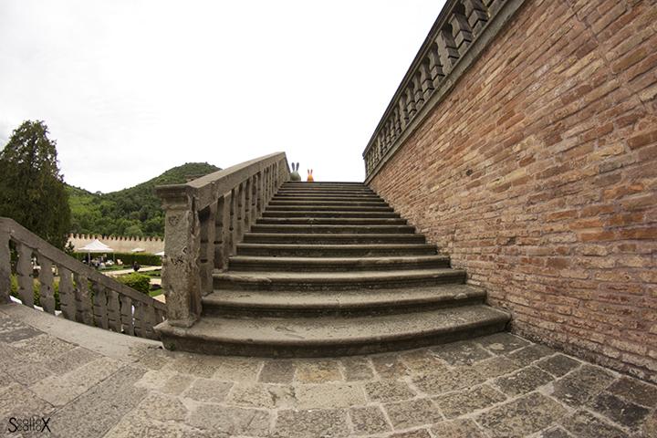 Villa dei Vescovi: scalinata