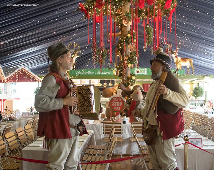 Villaggio di Natale Flover a Bussolengo: musica tradizionale durante il pranzo