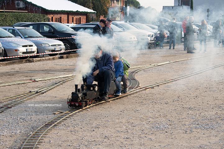 Villaggio di Natale Flover a Bussolengo: i trenini a vapore artigianali