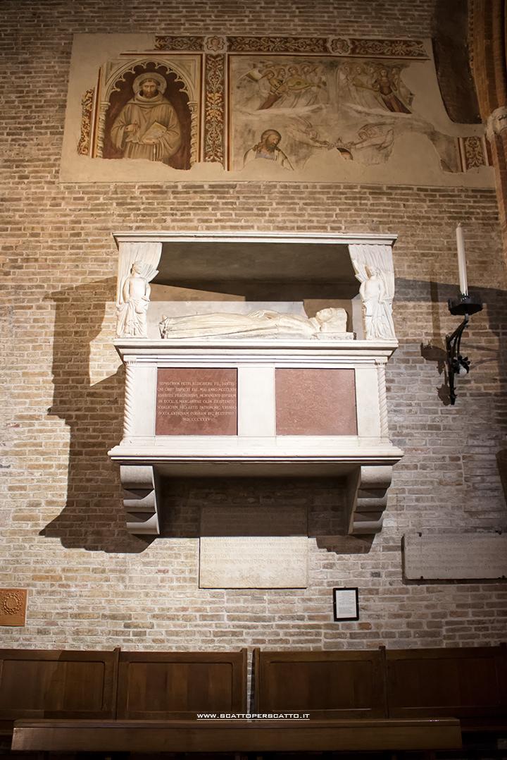 Cosa vedere a Treviso in un pomeriggio: la chiesa di San Francesco: la tomba di Pietro Alighieri