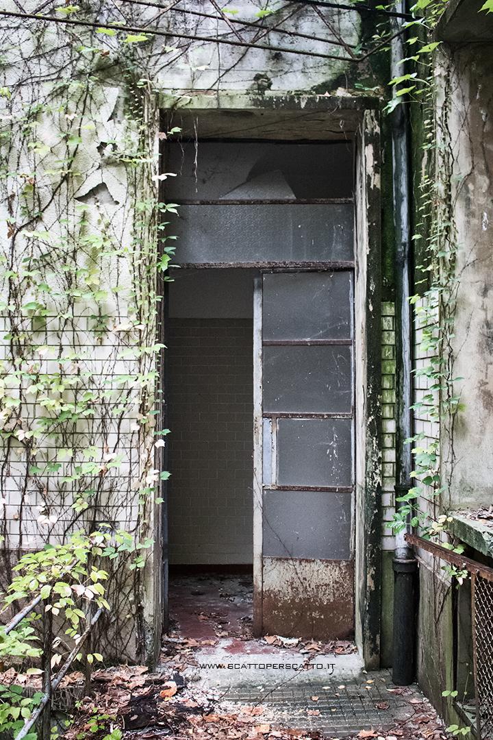 Grotta naturale termale di Sant'Elena - lo stabilimento termale abbandonato