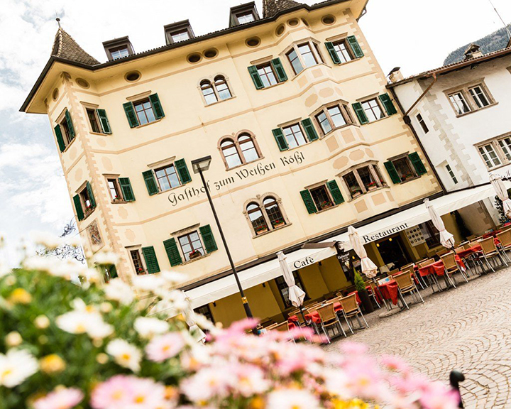 Albergo Ristorante Cavallino Bianco a Caldaro, Bolzano